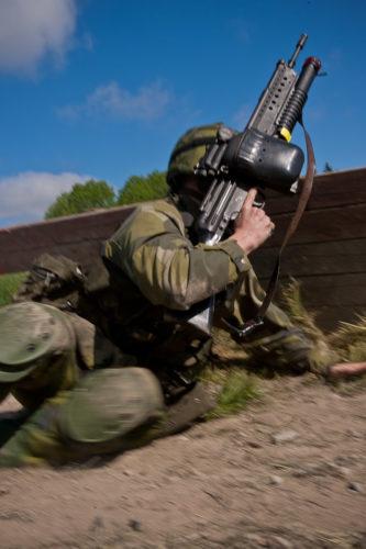 Hemvärnssoldat med Ak4B med Granattillsats